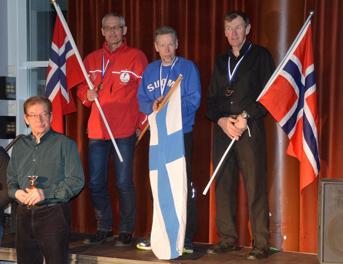 Premieutdeling kombinert: Frå v.    Jon Ove Lomheim (sølv)  , Arsi Sjøgren  (gull)  ,    Jan Skevik  (bronse)